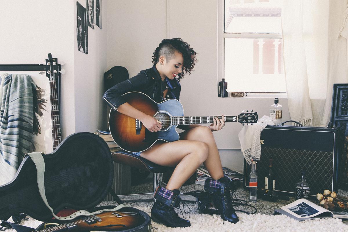 Raquel Sofía: La Nueva Voz del Pop Latino