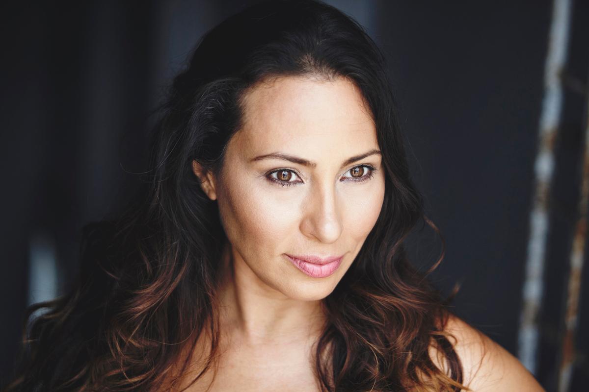 Kisha Tikina: entre la palabra, el cine y los gallos que cantan