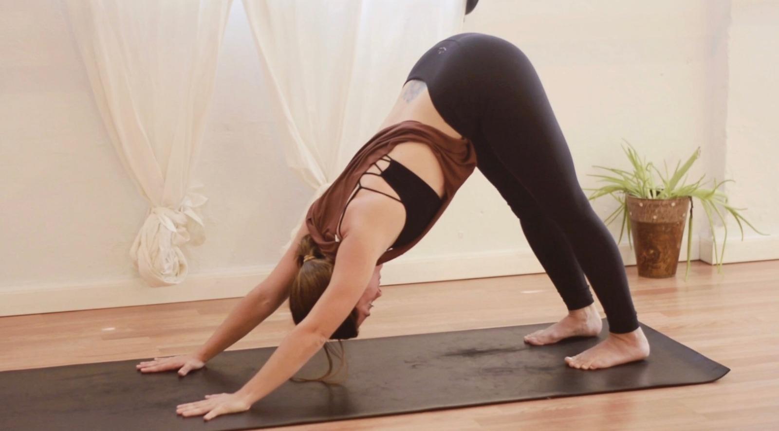 Doma tu período: una secuencia de Casa Yoga para una regla tranquila